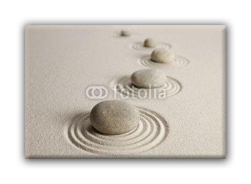 Galets sur le sable-0