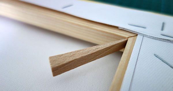 Clé en bois de pin pour retendre la toile